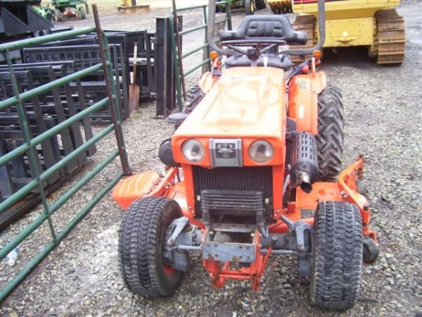 63: KUBOTA B7100 TRACTOR WITH BELLY MOWER 4WD