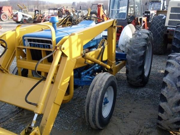 101: FORD 3600 TRACTOR WITH FRONT END LOADER - 3