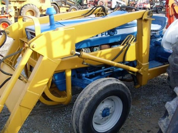 101: FORD 3600 TRACTOR WITH FRONT END LOADER - 5