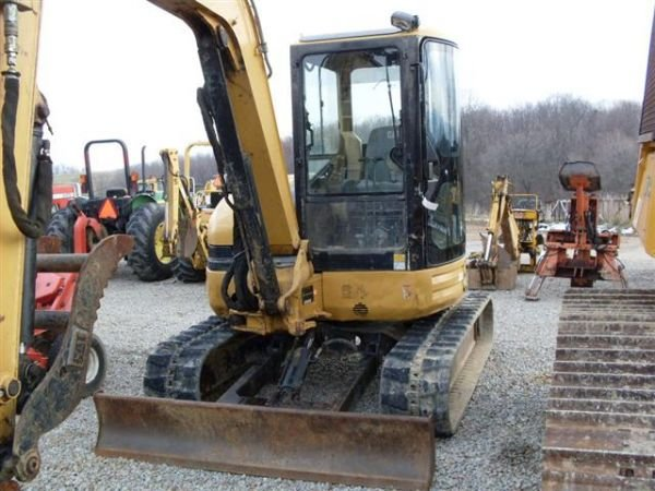 120: 03' CAT 304CR MINI EXCAVATOR W/CAB/HEAT/AIR/THUMB - 2