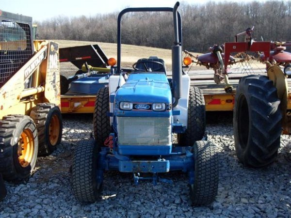 185A: FORD NEW HOLLAND 1320 4WD TRACTOR W/BELLY MOWER