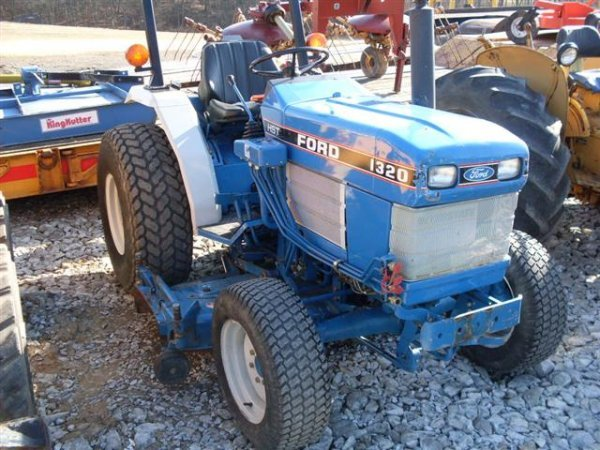 185A: FORD NEW HOLLAND 1320 4WD TRACTOR W/BELLY MOWER - 2