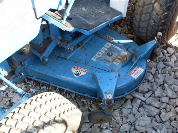 185A: FORD NEW HOLLAND 1320 4WD TRACTOR W/BELLY MOWER - 4