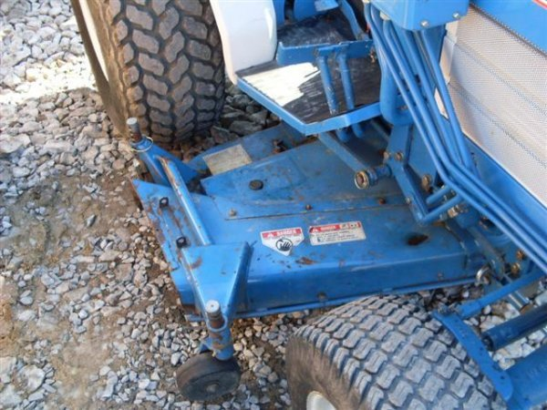 185A: FORD NEW HOLLAND 1320 4WD TRACTOR W/BELLY MOWER - 5