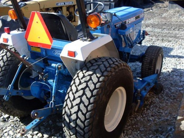 185A: FORD NEW HOLLAND 1320 4WD TRACTOR W/BELLY MOWER - 6
