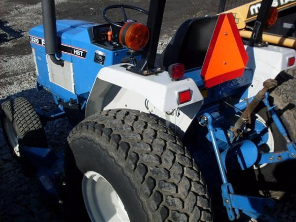 185A: FORD NEW HOLLAND 1320 4WD TRACTOR W/BELLY MOWER - 7