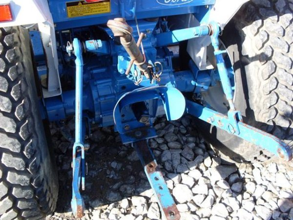 185A: FORD NEW HOLLAND 1320 4WD TRACTOR W/BELLY MOWER - 8