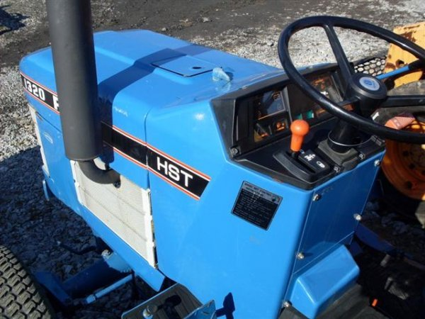 185A: FORD NEW HOLLAND 1320 4WD TRACTOR W/BELLY MOWER - 9