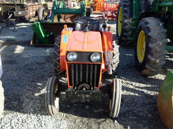 215: ALLIS CHALMERS 5015 COMPACT TRACTOR