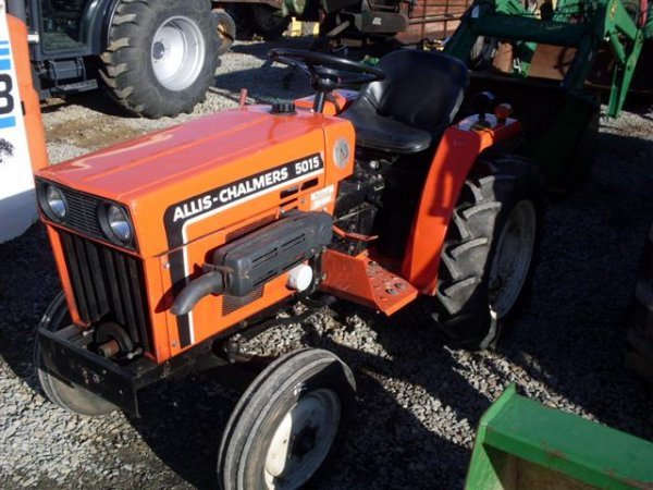 215: ALLIS CHALMERS 5015 COMPACT TRACTOR - 2