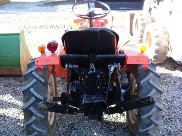 215: ALLIS CHALMERS 5015 COMPACT TRACTOR - 5