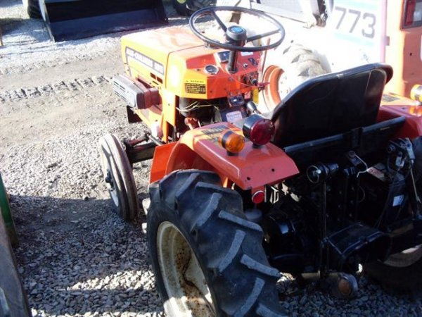 215: ALLIS CHALMERS 5015 COMPACT TRACTOR - 6