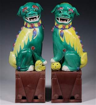 PR OF CHINESE PORCELAIN FOO DOGS