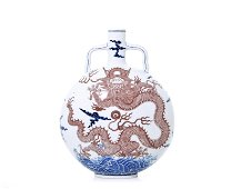 A Very Rare Chinese Blue and White 'Dragon' Vase