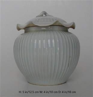 CHINESE ANTIQE WHITE CELADON GLAZED PORCELAIN ROUND JAR