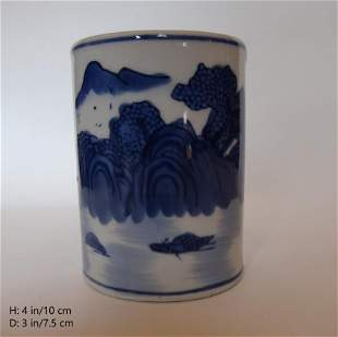 A SMALL CHINESE VINTAGE PORCELAIN BRUSH POT