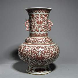 AN OVERGLAZE RED FLOWER VASE WITH DOUBLE EARS