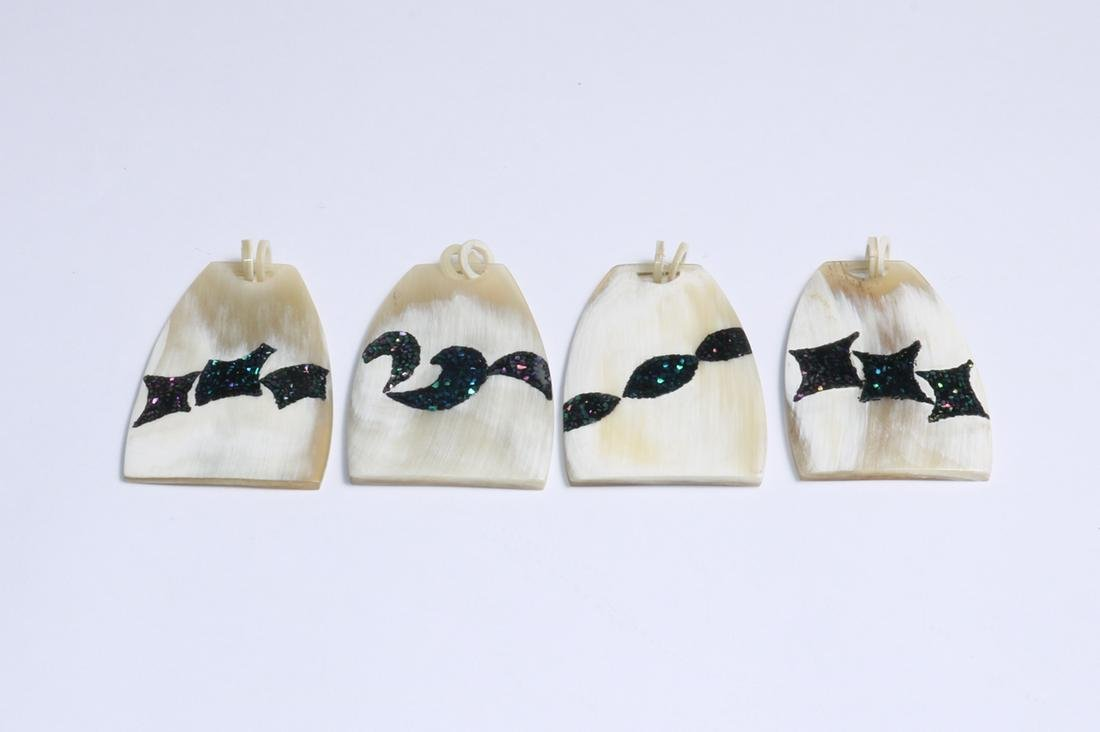 Set Of Horny Inlaid Gong Dian Pendant