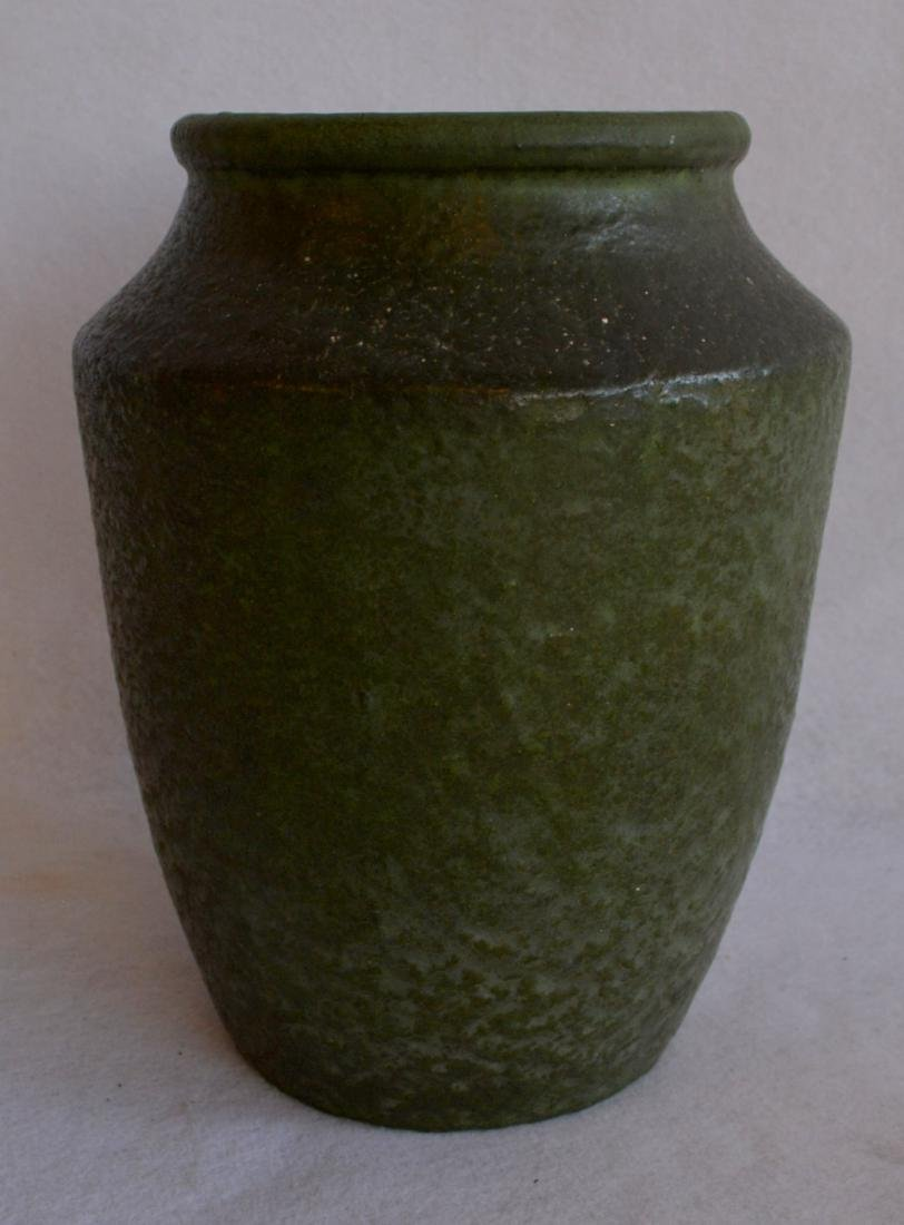 Signed Grueby vase with mat green finish - original - 3