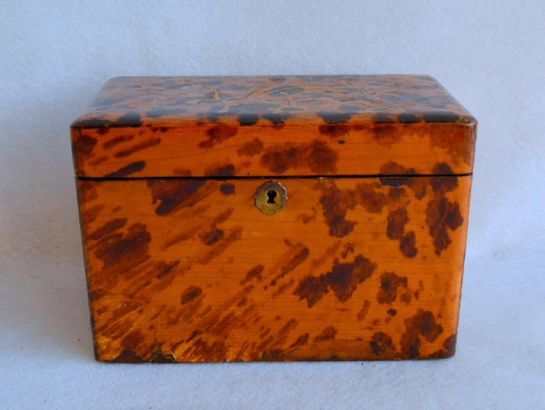 Oriental lacquered tea caddy decorated with faux
