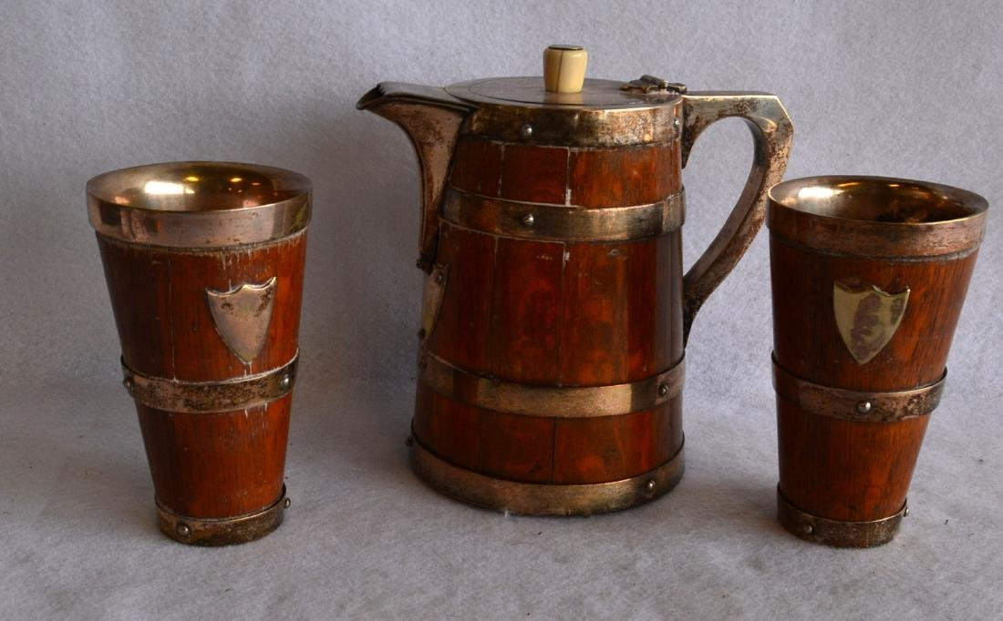 Silver and oak drinking set consisting of a pitcher and