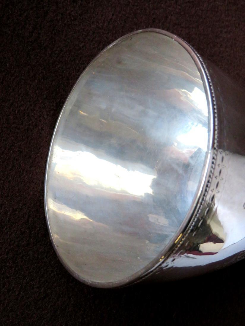 Hester Bateman (London 1709-1794). Silver sugar urn. - 6