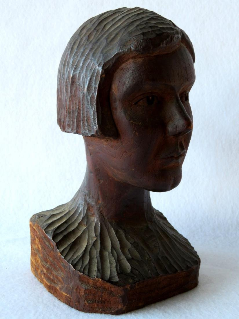 Carved wooden bust of a young person with short hair - - 2