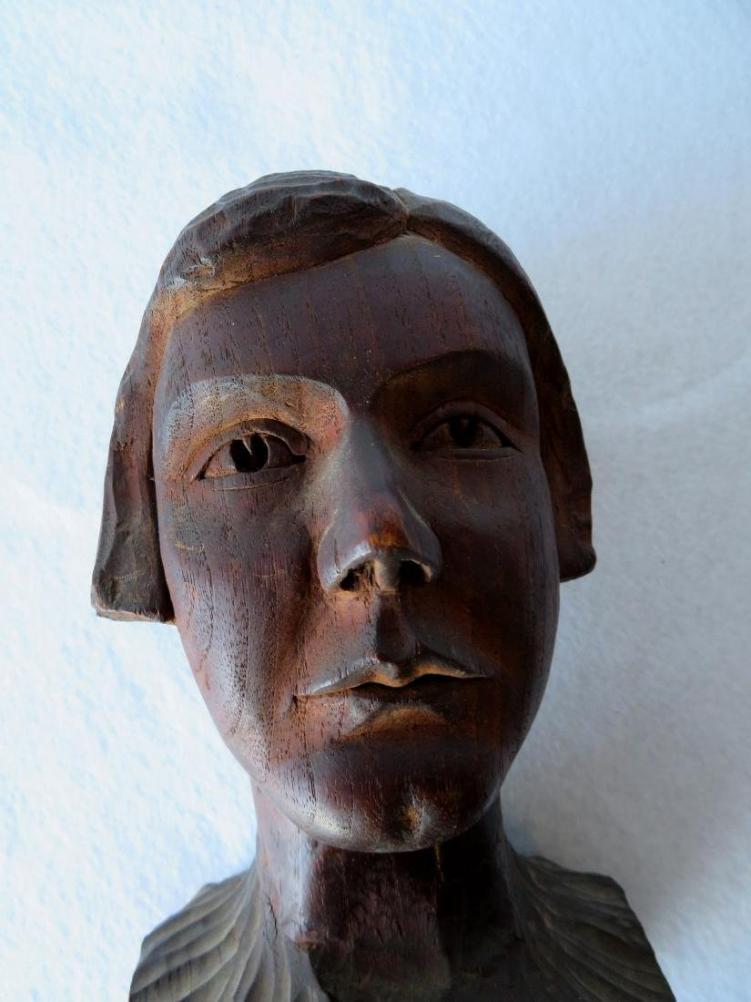 Carved wooden bust of a young person with short hair - - 5