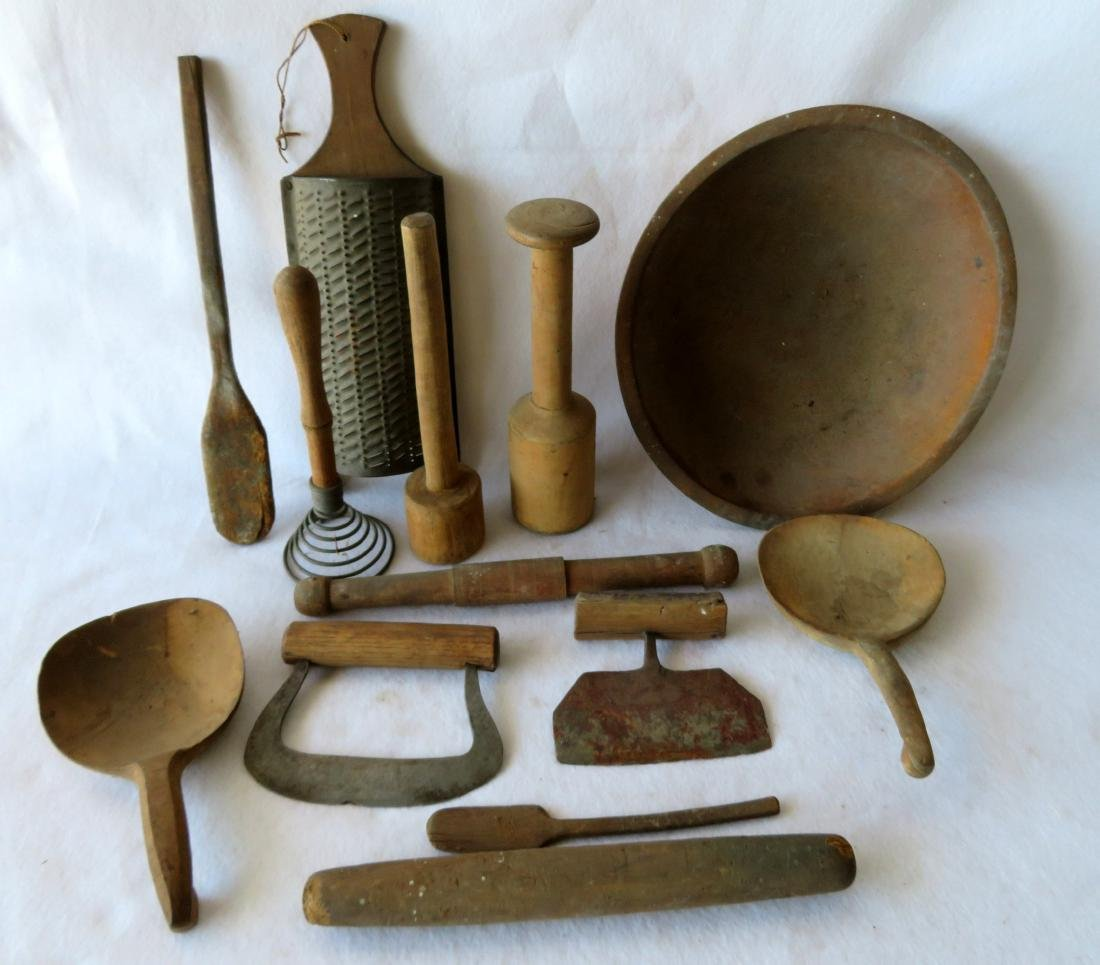 Grouping of 14 country treenware kitchen utensils