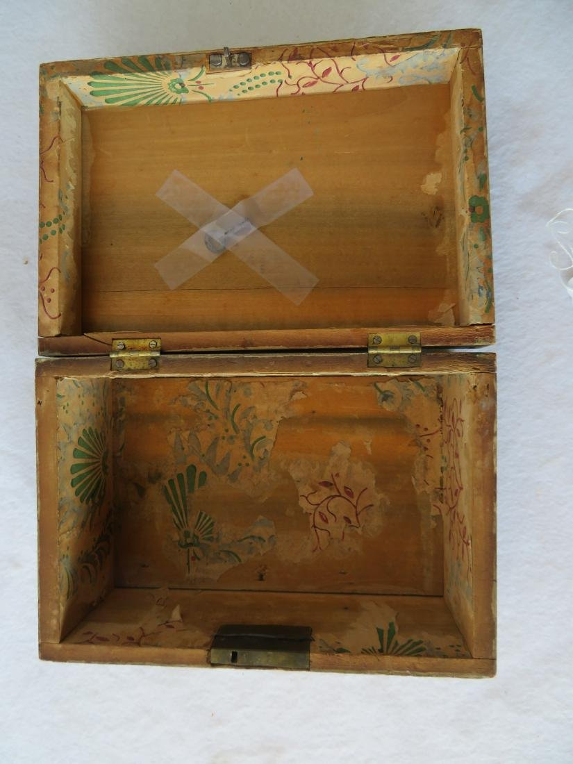 American paint decorated dresser box, probably - 3