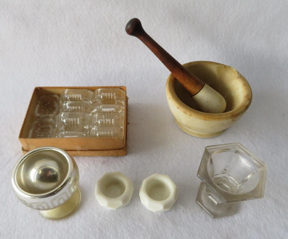 Grouping of early salts including footed master salt,