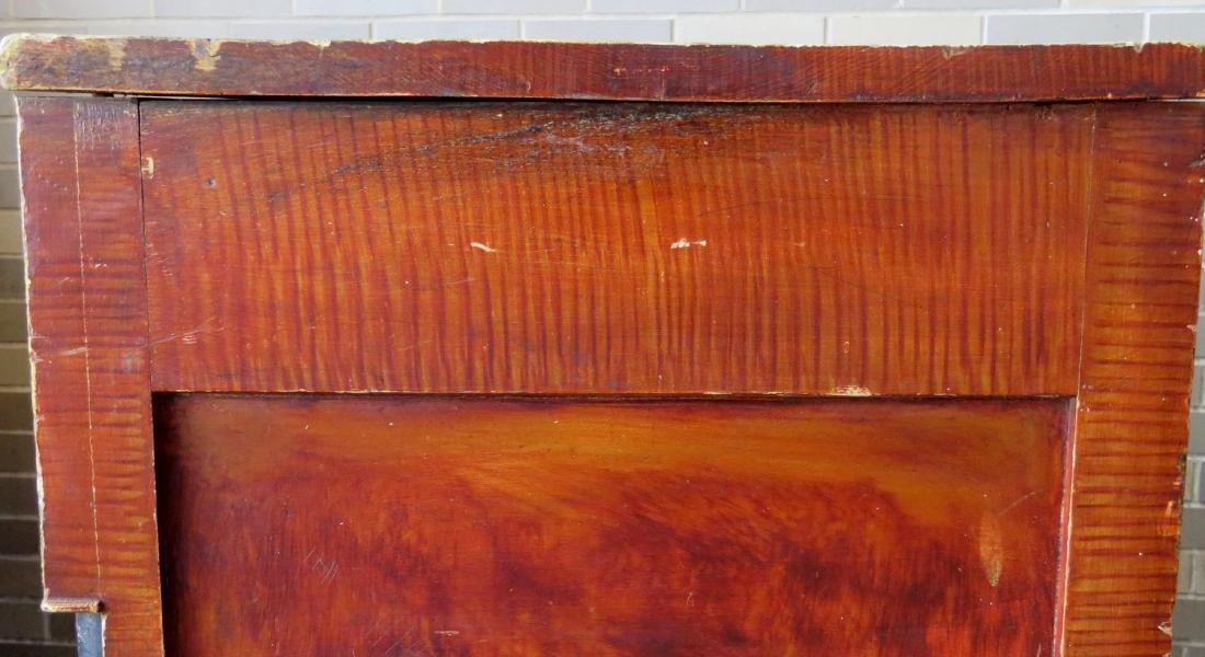 Country Sheraton grain painted chest having 4 reverse - 6