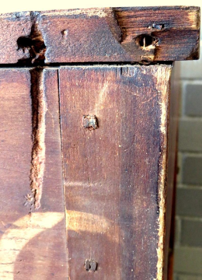 Country Sheraton grain painted chest having 4 reverse - 9