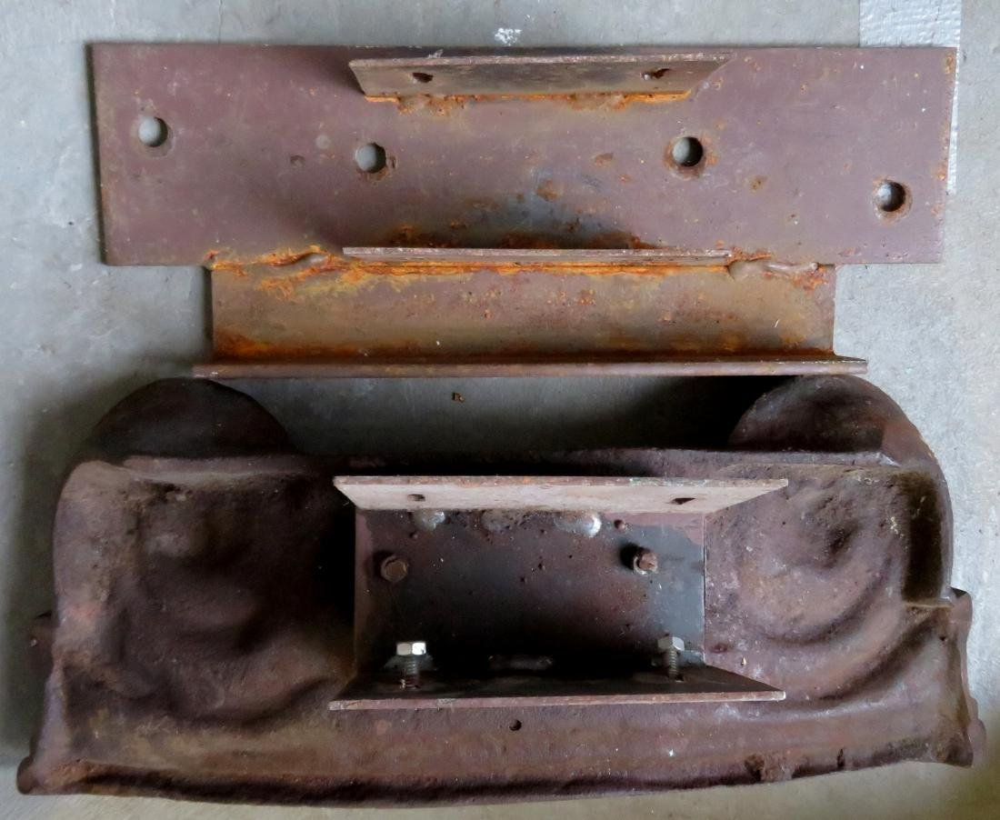 A pair of 19th century cast iron building ornaments - 3