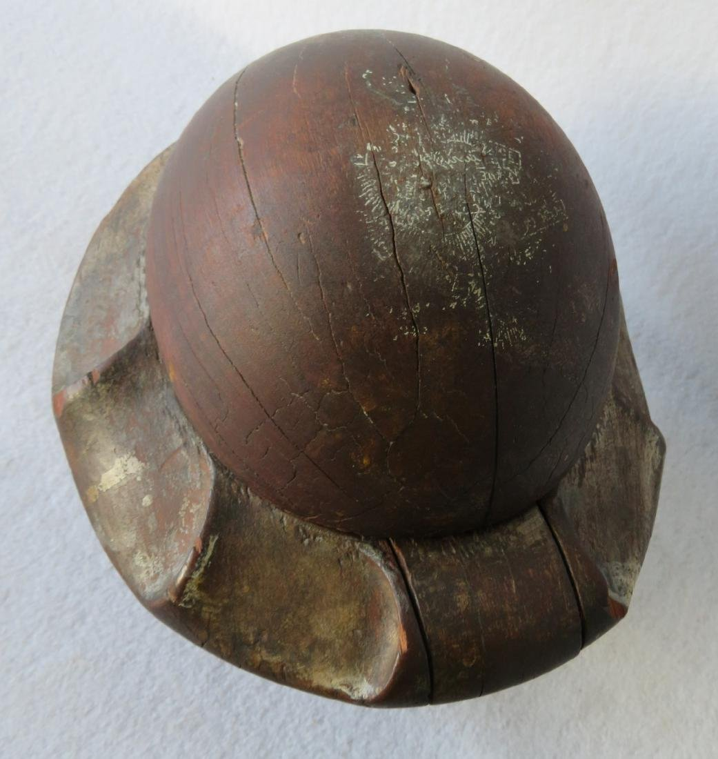 Early wooden hat mold composed of removable sections - 2