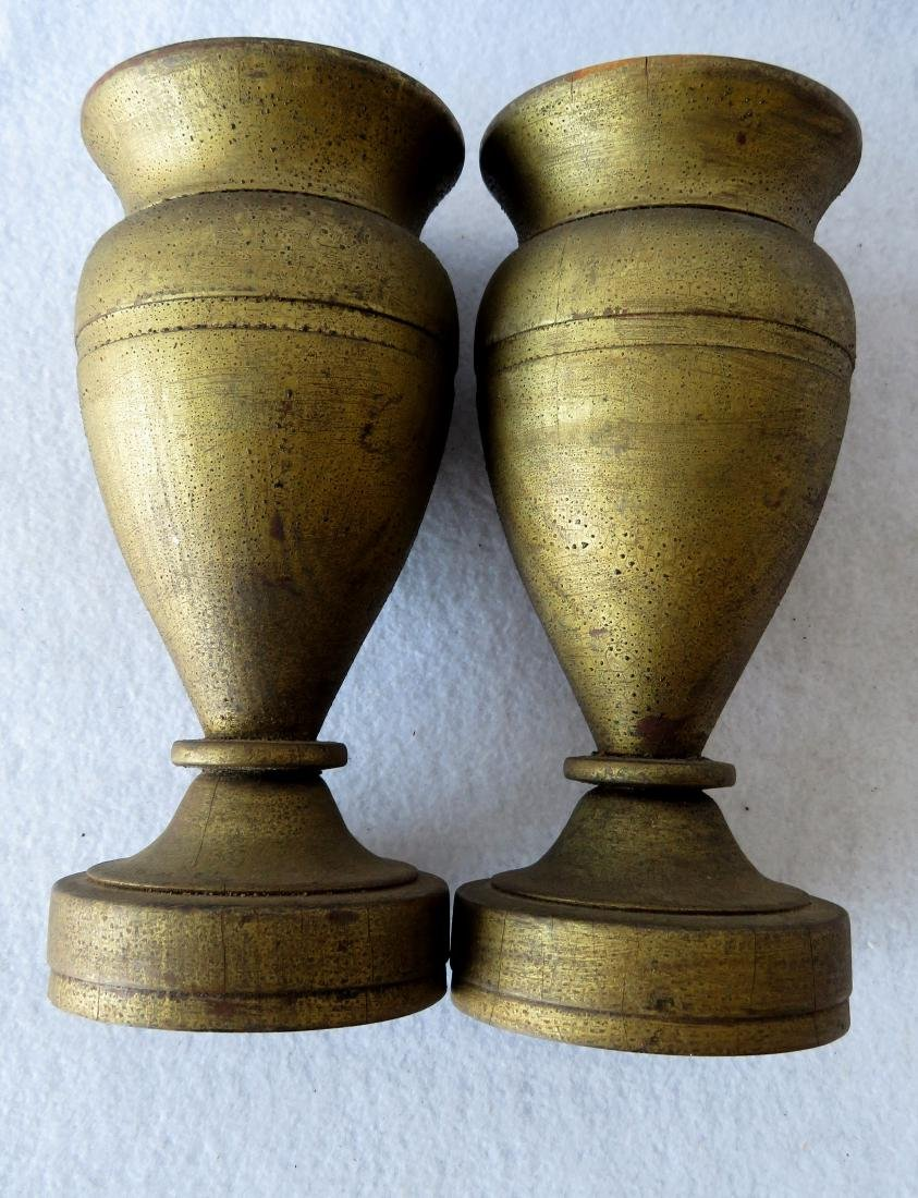 Great pair of turned wooden urns in original gold - 2