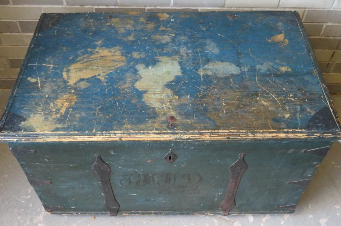 Blanket box in original blue paint and rust colored - 3