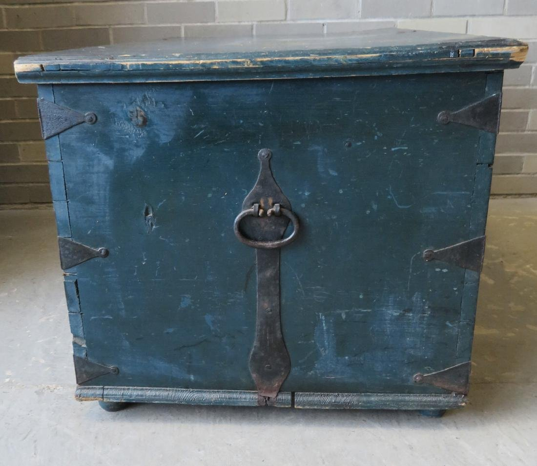 Blanket box in original blue paint and rust colored - 7