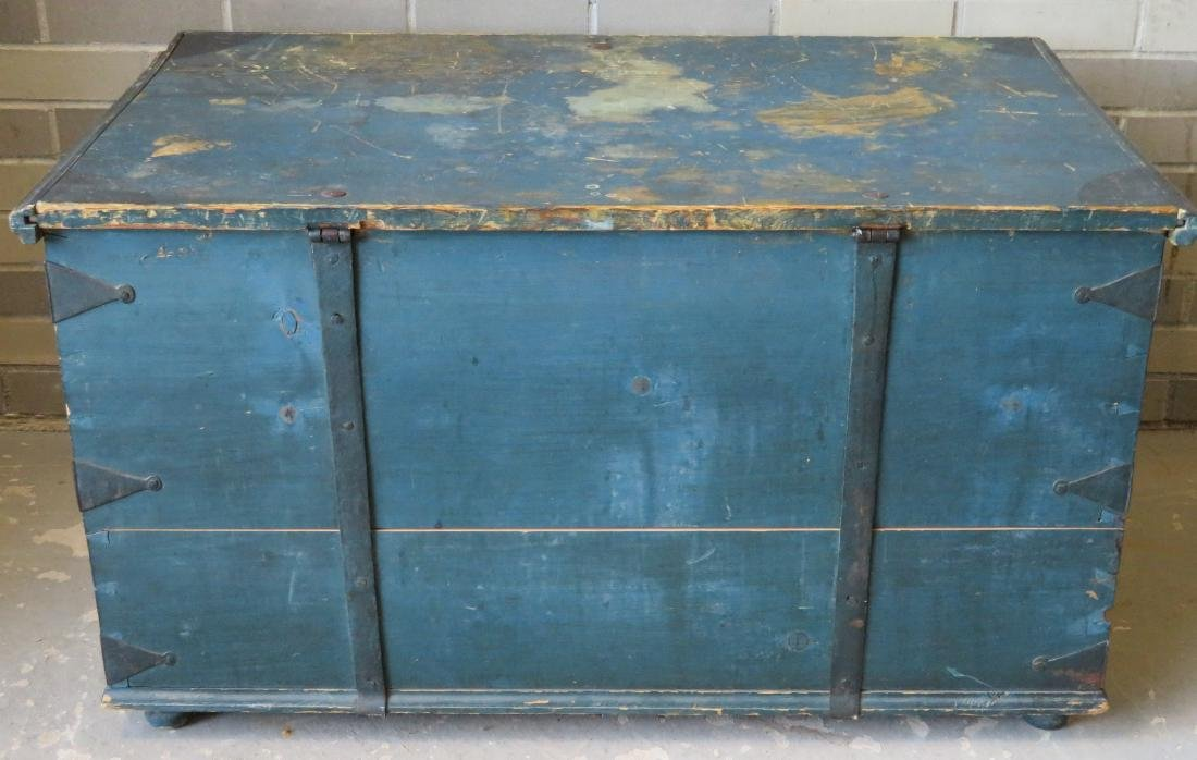 Blanket box in original blue paint and rust colored - 8