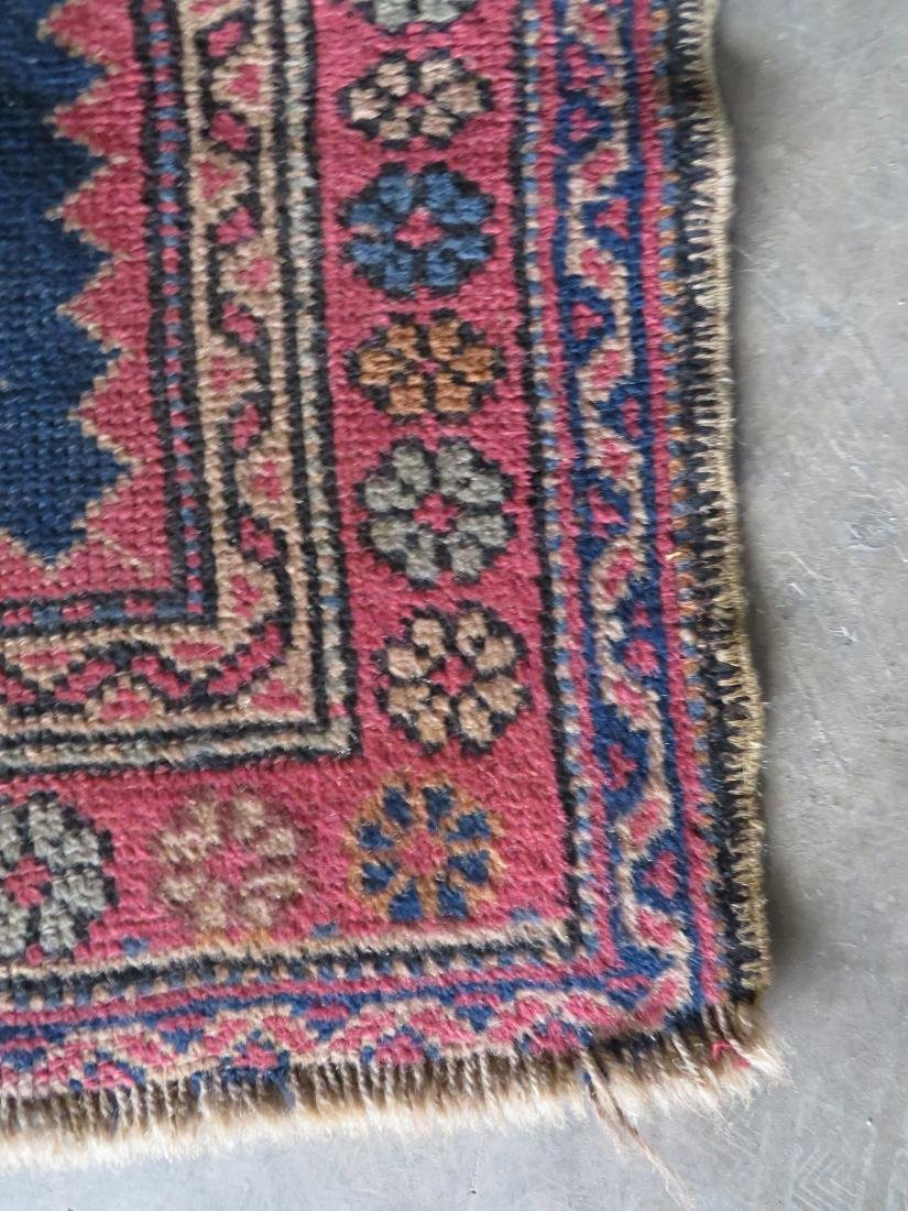 Small oriental runner, very good condition. Early 20th - 2