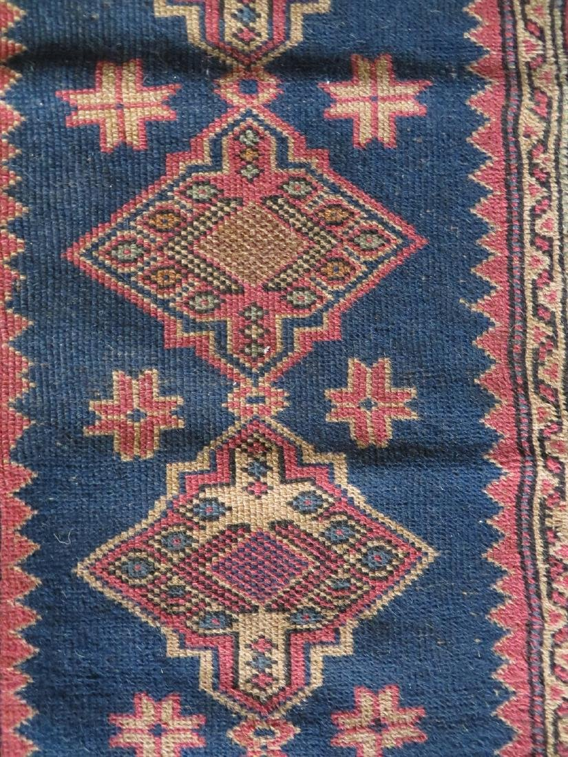 Small oriental runner, very good condition. Early 20th - 3