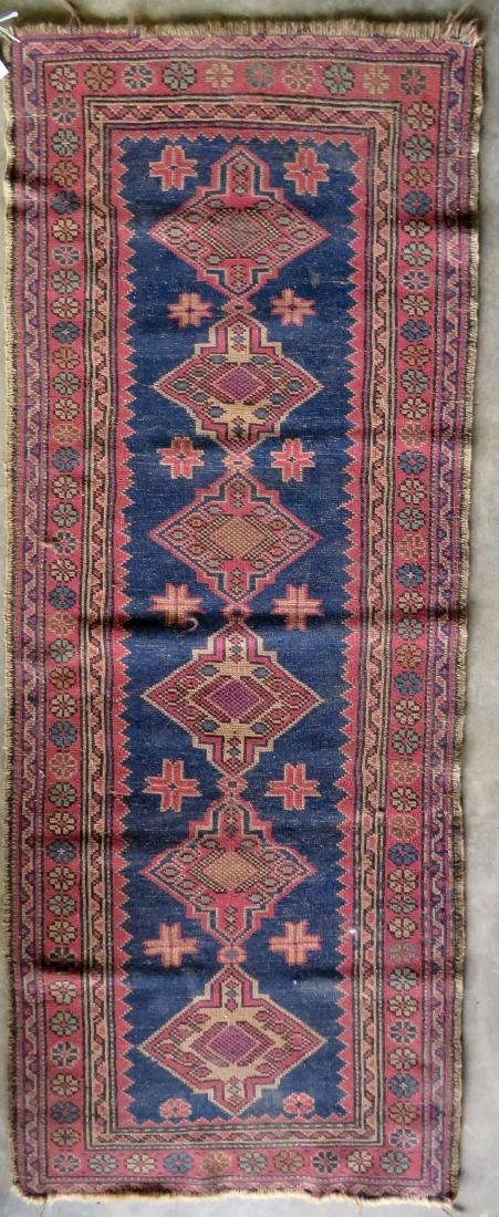 Small oriental runner, very good condition. Early 20th - 4