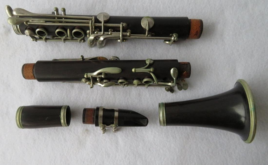 Clarinet - Signed Philipe in a dark wood. Comes with - 3