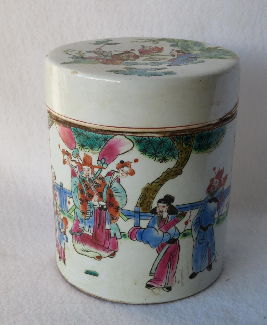 Oriental covered cylindrical shaped tea caddy decorated