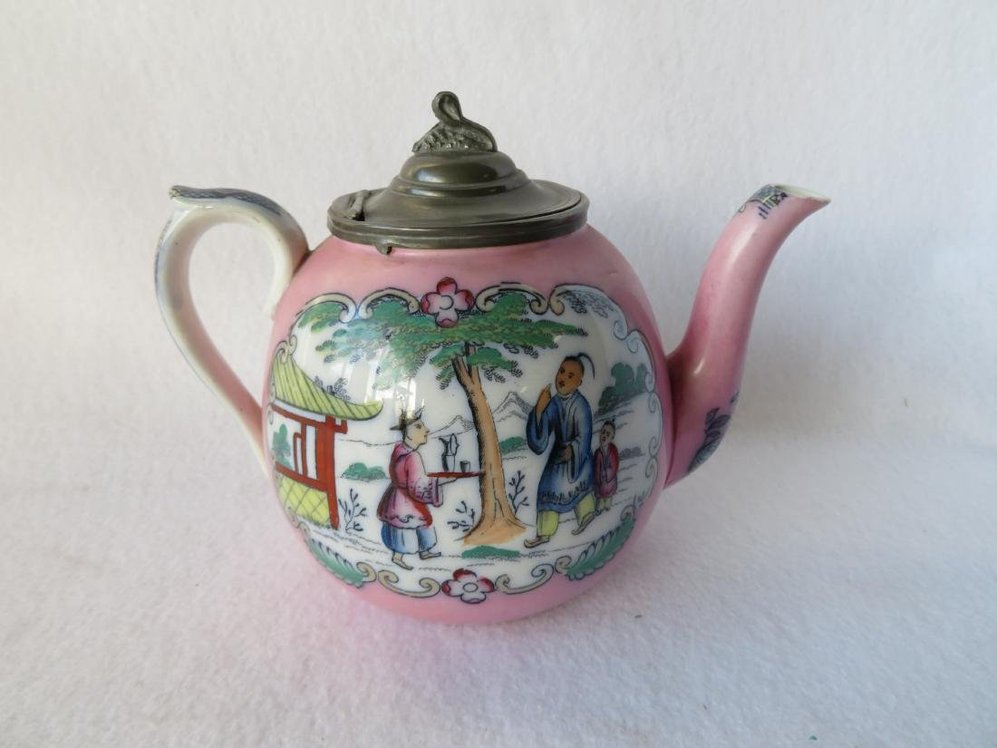 Pink luster tea pot decorated with oriental motif and - 2