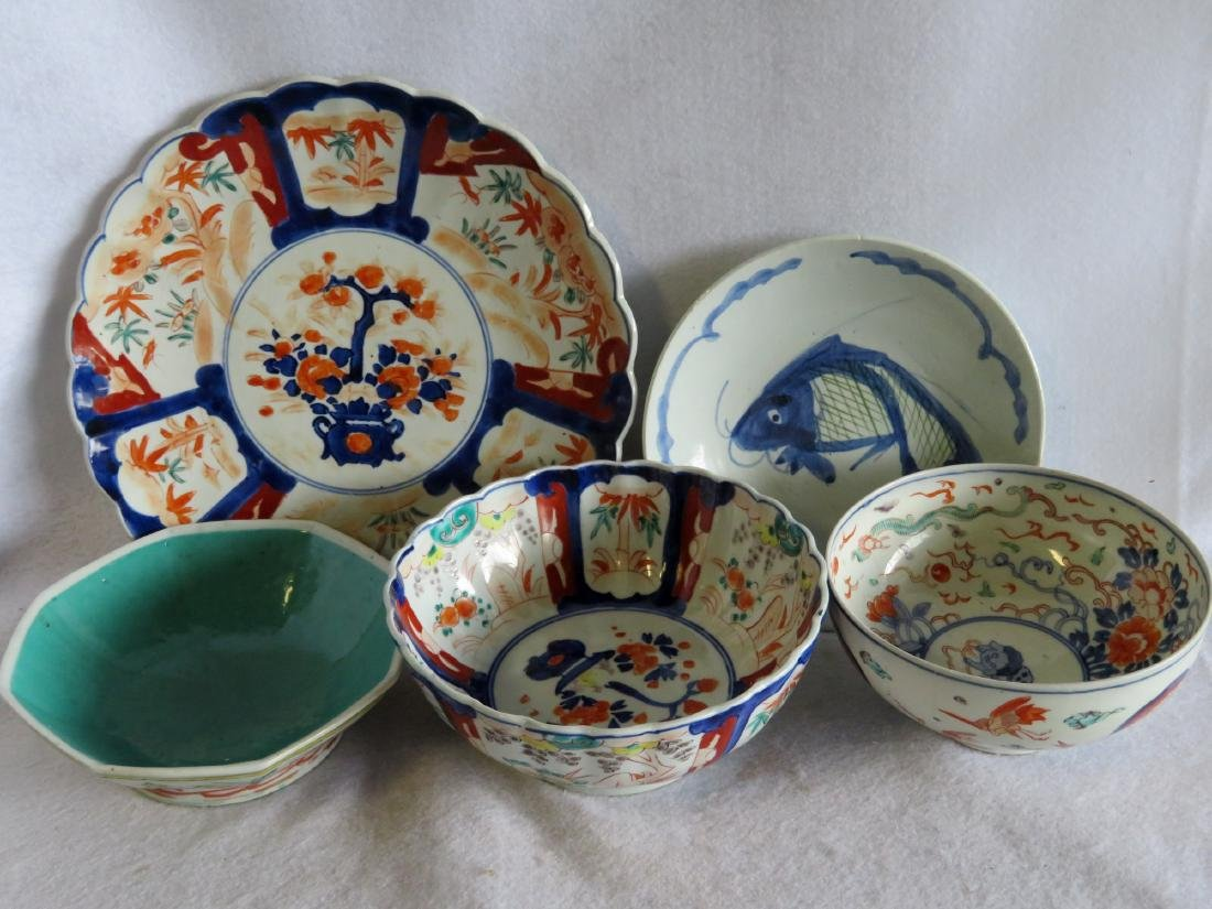 Grouping of 5 oriental porcelains including an Imari