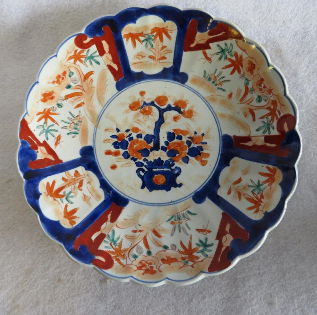 Grouping of 5 oriental porcelains including an Imari - 4