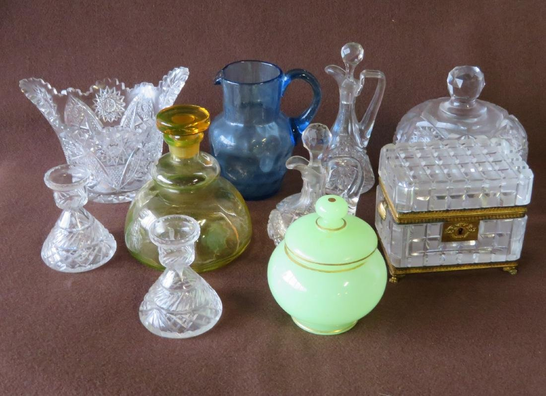 Grouping of 10 pieces of decorative glassware including
