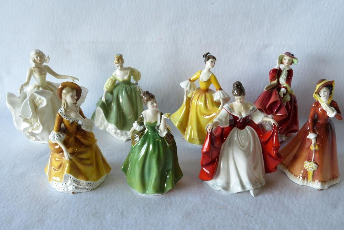 Grouping of 8 Royal Doulton figurines - old 105, 106,