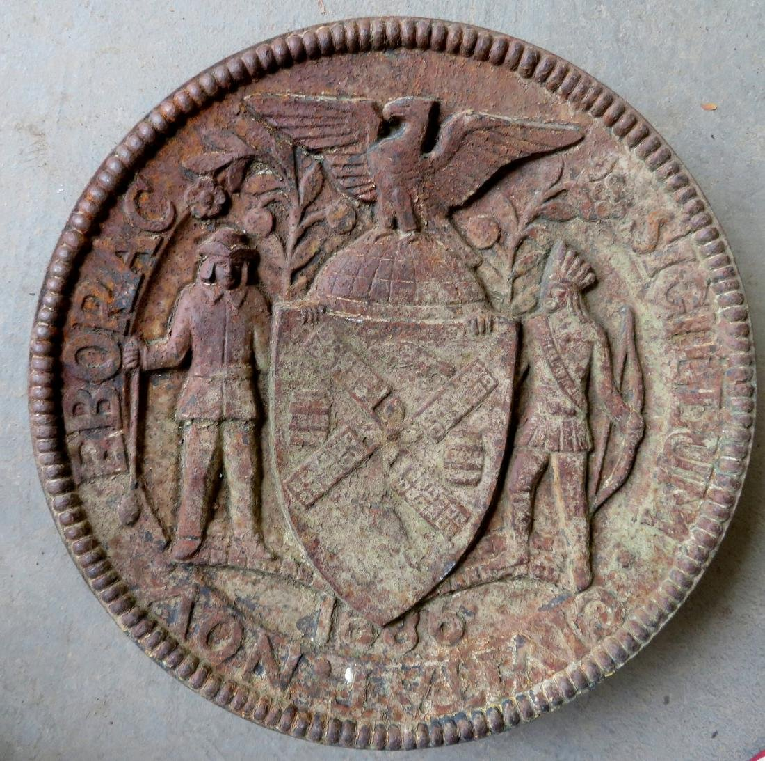 Cast iron NY City seal, in the form of a circular - 3